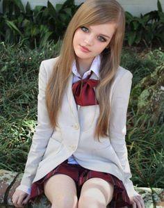 Κορίτσια μεταμορφώνονται σε… ζωντανές κούκλες  90cb2b330c6