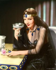 Claudette Colbert as Cleopatra in Cecil B. Golden Age Of Hollywood, Vintage Hollywood, Hollywood Stars, Classic Hollywood, Hollywood Icons, Hollywood Glamour, Claudette Colbert, Hollywood Costume, Movie Costumes
