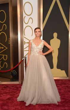 Giuliana Rancic had her princess moment in a full-skirted ballgown. #Oscars #redcarpet #AcademyAwards