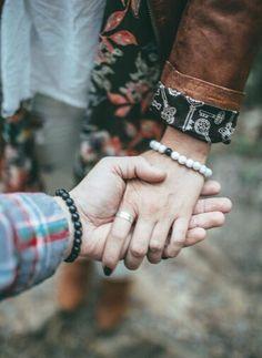 "#socialmedia RT AlphaAcessories: ""Distance"" Bracelets 1 wears white  1 wears black  Stay connected wherever  http://pic.twitter.com/JswIdLYDtt   Social Marketing Pro (@Social_MKT_) October 1 2016"