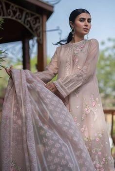 Pakistani Dress Design, Pakistani Dresses, Shalwar Kameez, Kurti, Kamiz, Indian Couture, Kurta Designs, Indian Designer Wear, Anarkali