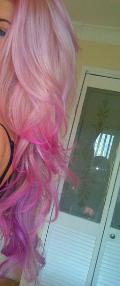 I'm totally trying this with hair chalk next time I have a long stretch of days off.