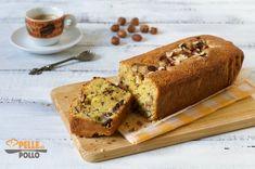 Soffice plumcake con nocciole, cioccolato a pezzetti e farina gialla. Dolce casalingo semplice e goloso, perfetto per la colazione!
