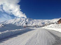 #Etna - 18.12.2016   Piano Provenzana su Etna Nord stamattina si presenta così, strade spalate ma catene comunque necessarie ❄️⛷buon divertimento e buona Domenica.  ©Photo Credit: EtnaSnow Snowboarding