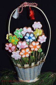 Turta dulce - CAIETUL CU RETETE Wreaths, Ricotta, Plating, Decor, Face, Decoration, Door Wreaths, The Face, Deco Mesh Wreaths