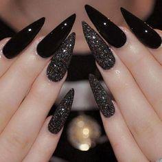 Best Black Stiletto Nails Designs For Your Halloween; Black nails; - New Ideas Black Stiletto Nails, Gold Nails, Gradient Nails, Holographic Nails, Matte Nails, Nail Black, Black Glitter, Glitter Nails, Black Sparkle Nails