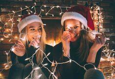 Más allá de gastarse un dineral en conjuntos para vestirse en Navidad, podemos ahorrar si hacemos un buen uso de básicos de nuestro armario.