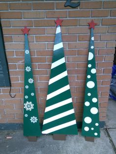 Made these trees over the weekend and very pleased with the results. Can't wait to put them out for Christmas! Christmas Tree Painting, Wooden Christmas Trees, Christmas Decorations, Christmas Ornaments, Holiday Decor, Door Hangers, Wood Crafts, Projects To Try, Canning