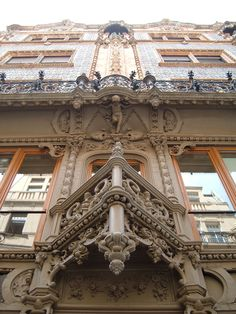 One of the wonderful things about Hungarian architecture. You never know what you will find if you look upwards in Budapest city streets! Beautiful Architecture, Beautiful Buildings, Modern Buildings, Modern Architecture, Cool Places To Visit, Places To Go, Visit Budapest, Budapest City, Saint Marin
