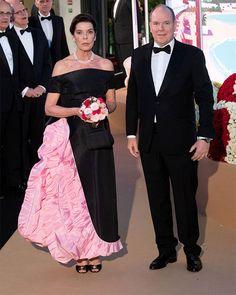 Carolina de Mónaco rescata la joya más especial de su madre para homenajear a Karl Lagerfeld Van Cleef Arpels, Bridesmaid Dresses, Prom Dresses, Formal Dresses, Wedding Dresses, Grace Kelly, Karl Lagerfeld, Chanel Vestidos, Princesa Carolina