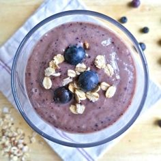 The ultimate skinny breakfast smoothie: blueberries and banana with oats, almond butter, chia seeds, flax seeds and dates. Vegan, dairy free