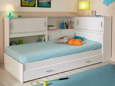 Praticité et gain de place assuré avec le lit BASILE bénéficiant d'un entourage de 3 meubles de lit dotés de multiples rangements ainsi que de 2 tiroirs !