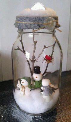 50 idées créatives pour une décoration de Noël hors du commun - Page 4 sur Diy Snowman Decorations, Snowman Crafts, Christmas Projects, Holiday Crafts, Christmas Mason Jars, Noel Christmas, Christmas Ornaments, Handmade Christmas, Christmas Scenes