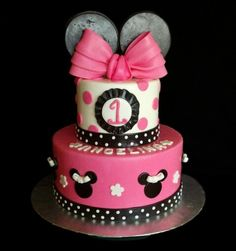 Minnie Mouse 1st Birthday Cake I made for a little girl named Angelina Everyone at the party loved it!!