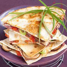 Quesadillas mit Bohnenmus Tortillas, Quesadillas, Mexican Food Recipes, Ethnic Recipes, Tacos, Veggies, Beauty, Eat Lunch, Oven
