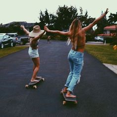 Trying to be skater girls by alanarblanchard Cute Friend Pictures, Best Friend Pictures, Friend Pics, Bff Pics, Cute Friends, Best Friends, Summer With Friends, Best Friend Photography, Photography Books