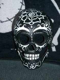 Skull Mask - this would be so cool in my room