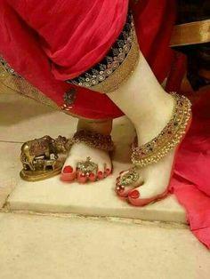 Radha Krishna Love Quotes, Lord Krishna Images, Radha Krishna Pictures, Little Krishna, Cute Krishna, Hindu Rituals, Radha Krishna Wallpaper, Bridal Bangles, Indian Gods