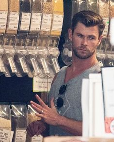 Chris Hemsworth shows off his bulging biceps as he shops in Byron Bay Hemsworth Brothers, Chris Hemsworth Thor, Tough Girl, Man Thing Marvel, Daddy Issues, Hollywood Actor, Fine Men, Marvel Memes, Byron Bay