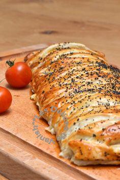 graines de pavot, tomates cerises, pâte feuilletée