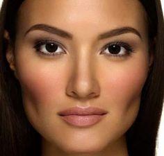 Trucos de maquillaje que te harán parecer más delgada.