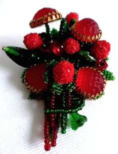 STANLEY-HAGLER-STRAWBERRY-BROOCH-PIN-FULLY-MARKED-READY-FOR-SUMMER