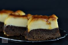 Prajitura imposibila (Chocoflan) - CAIETUL CU RETETE Romanian Desserts, Cookie Recipes, Parfait, Caramel, Cheesecake, Healthy Recipes, Healthy Food, Cookies, Ale