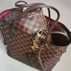 1,268 Likes, 7 Comments - Louis Vuitton Addicted (@louisvuitton.reetzy) on