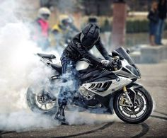 oh i like the rider's pose and the smoke. feels like the rider is taming his beast Street Motorcycles, Street Bikes, Cars And Motorcycles, Bmw Motors, Bike Bmw, Custom Sport Bikes, Ride Out, Pose, Bmw S1000rr