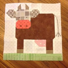 How now Brown's cows! s cute Love it Alphabet Quilt, Book Girl, Ios App, Cows, Pin Cushions, Quilt Blocks, Projects To Try, Quilting, Heaven