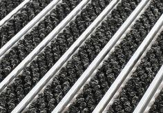 SUR MESURE Tapis d'entrée 22R - coloris reps ANTHRACITE - tapis d'entrée sur structure aluminium de 22 mm de hauteur, revêtement reps (fibres textiles - polypropylènes); Système ouvert enroulable, assurant une protection irréprochable pour les sols avoisinants. Fonctionnalités: essuyages. Implantation: intérieur et extérieur couvert. Répondant aux normes ERP. Possibilités d'interchanger le revêtement. >> http://www.tapisdentree.fr/tapis-sur-mesure/tapis-d-entree-22r-5252.html
