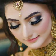 wedding makeup hijab New Cost-Free Bridal Makeup smokey Style Bridal makeup looks intriguing and each and every young lady provides a goal to offer the most effec Bridal Makeup Images, Beautiful Bridal Makeup, Bridal Eye Makeup, Bridal Makeup Looks, Indian Bridal Makeup, Bride Makeup, Party Makeup, Bridal Looks, Wedding Makeup