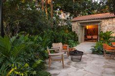 Navegue por fotos de Jardins tropicais:  Casa Cor 2015/ A Casa da Gente. Veja fotos com as melhores ideias e inspirações para criar uma casa perfeita.