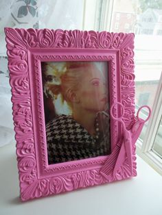 Features real metal hairstylist shears with real comb. Frame has unique engraved texture. Frame is by inches, and holds a 5 by 7 image. Hand painted, freestanding only. Beauty Shop Decor, Pink Salon, Crafts To Make, Diy Crafts, Cute Frames, Crafts With Pictures, Diy Mirror, Cute Little Things, Recycled Crafts