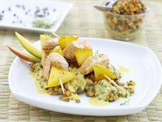Putenspieße mit Mango auf Linsengemüse | http://eatsmarter.de/rezepte/putenspiesse-mit-mango-auf-linsengemuese