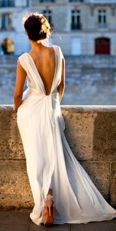 Just exquisite! backless white flowy dress