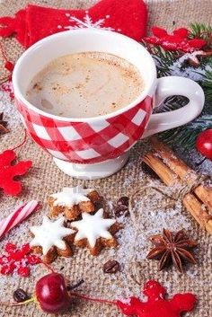 Image about winter in High Tea☕️Strong Coffee☕️Hot Chocolate☕️ by MadamButterfly🦋 Christmas Drinks, Christmas Love, Christmas Morning, Coffee Gif, Coffee Quotes, Mini Desserts, Winter Coffee, Tea And Books, Good Morning Flowers