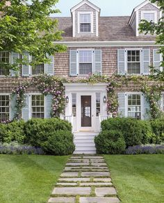 Veranda magazine featured the Nantucket home of Cathy Graham and I can say that it looks like my dreams!
