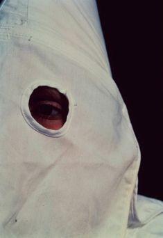 Andres Serrano - Klanswoman Grand Klaliff - Knights of the KKK (1990)