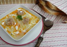 Karalábéleves húsgombóccal Hungarian Recipes, Soups And Stews, Minion, Cheeseburger Chowder, Camembert Cheese, Breakfast, Foods, Morning Coffee, Food Food