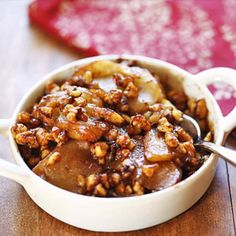Healthy Apple Crumble Apple crumble is the ultimate fall dessert. In this healthy version, toasted walnuts create a sweet, irresistible topping. Healthy Protein Snacks, Healthy Dessert Recipes, Healthy Baking, Low Carb Recipes, Healthy Breakfasts, Diabetic Desserts, Apple Recipes, Diabetic Recipes, High Protein