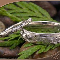 Love these matching his/her wedding bands