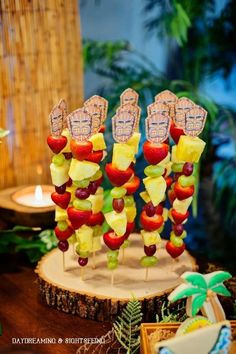 aloha party ideas for party decorations hawaiian luau food ideas Aloha Party, Hawai Party, Luau Theme Party, Hawaiian Party Decorations, Hawaiian Luau Party, Tiki Party, Birthday Party Themes, Fruit Birthday, Birthday Ideas