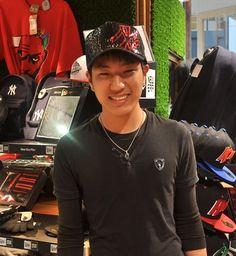 【大阪店】 2013年5月14日 スパンコールデザインのヤンキースメッシュキャップをご購入頂きました!! ブラックの似合う方は理屈抜きでカッコイイ!! #mlb