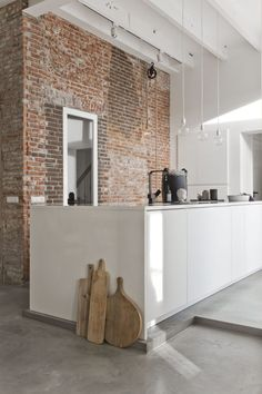 Urban Industrial Decor Tips From The Pros Have you been thinking about making changes to your home? Are you looking at hiring an interior designer to help you? Beton Design, Küchen Design, Design Case, House Design, Kitchen Interior, Kitchen Decor, Loft Kitchen, Interior Decorating, Interior Design
