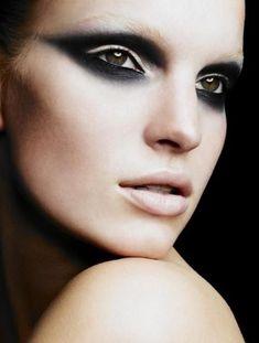 Punk/rock makeup inspiration love dramatic eye and nude lip Makeup Fx, Runway Makeup, Smokey Eye Makeup, Makeup Inspo, Hair Makeup, Smoky Eye, Makeup Ideas, Makeup Tricks, Makeup Geek