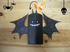 Portacaramelle DIY  http://www.unadonna.it/mamma/giochi-per-bambini/porta-caramelle-di-halloween-con-rotoli-di-carta-igienica/47826/