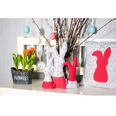 An Ostern dürfen Hasen nicht fehlen. Und so könnt ihr einen kleinen Osterhasen nähen - als Deko oder als Geschenkversteck für eure Liebsten.