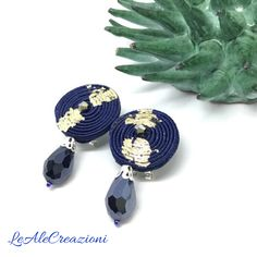 Small stud soutache earrings. Маленькие сутажные серьги. Piccoli orecchini in soutache.