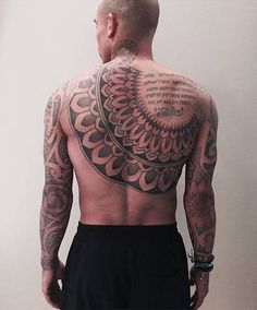 Ornamental back piece tattoo on Nigel de Jong. Artista Tatuador: Ade Itameda